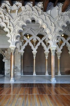 El Palacio de la Aljafería - Zaragoza, España This is STUNNING! The Aljafería Palace is a fortified medieval Islamic palace built during the second half of the 11th century in the Moorish taifa of Zaragoza of Al-Andalus, which is now present day Zaragoza, Spain.