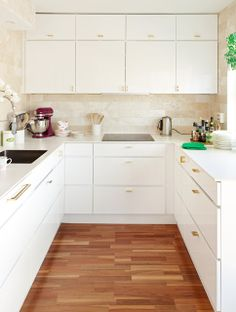 ULLOA: Flat front white cabinets, wood floor, white countertop. Ignore the backsplash.