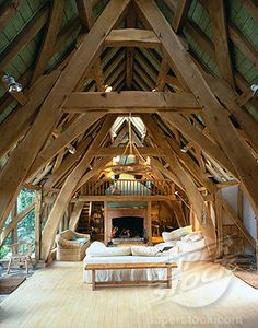 SuperStock - LAMPER HOUSE, DITTISHAM, DEVON, UNITED KINGDOM, LAMPER HOUSE. DITTISHAM. DEVON. DESIGNED BY RODERICK JAMES AND BUILT BY CARPENTER OAK AND WOODLAND LIVING ROOM AND ROOF WITH BEAMS, RODERICK JAMES