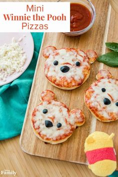 Serve Up the Cutest Lunch Ever With Mini Winnie the Pooh Pizzas Nothing quite satisfies that rumbly in your tumbly like pizza! With the help of premade pizza dough, these Mini Winnie the Pooh Pizzas come together in a snap—perfect for a l Food Art For Kids, Cooking With Kids, Food Kids, Food For Children, Cute Food, Good Food, Yummy Food, Cute Snacks, Toddler Meals