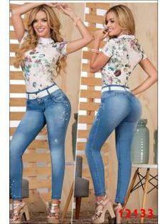 Vaquero Levanta Cola 11103 Color Azul, Blue Jeans, Capri Pants, Womens Fashion, Dating, Flare Leg Jeans, Wedding Hair Accessories, Fine Women, Cowboys