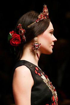 Dolce & Gabbana Spring/Summer 2015 | MFW frida kahlo inspired contemporary mexican folk fashion en trend style