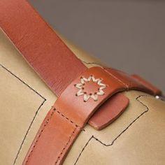 stitchless leather case technique italy ile ilgili görsel sonucu