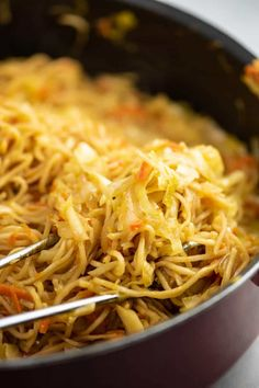 Ramen Noodle Cabbage Stir Fry Recipe - Build Your Bite Great way to use all that St. Patty's Day cabbage when it goes on sale. Whole fam loves this. Easy Vegetable Stir Fry, Veg Stir Fry, Healthy Stir Fry, Vegetable Recipes, Vegetable Medley, Stir Fry Ramen Noodles, Fried Ramen, Soba Noodles, Asian Noodles