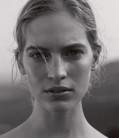 <strong>NEAR AND FAR</strong> | Natural beauty is hard to ignore when augmented by a casually sexy ensemble.