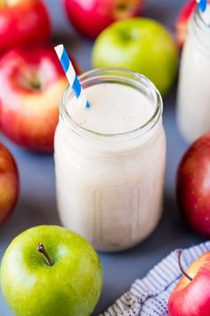 The Rise Of Private Label Brands In The Retail Meals Current Market This Make Ahead Apple Pie Oatmeal Smoothie Tastes Just Like Apple Pie For An Easy, Grab-And-Go Breakfast That You Can Prep Ahead Of Time. It's A Great Healthy Breakfast Option That Tastes Mexican Dessert Recipes, Healthy Dessert Recipes, Clean Eating Recipes, Healthy Drinks, Healthy Cooking, Oatmeal Smoothies, Yummy Smoothies, Breakfast Smoothies, Smoothie Recipes