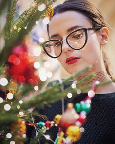 424 отметок «Нравится», 51 комментариев — Yana ✨ Life & Style Blog (@ahandfulofstories) в Instagram: «Annual tradition: December 1, 5 AM, me and the three cats, each of us wearing festive makeup,…»