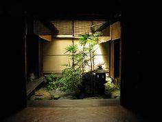 tiny and elegant japanese garden Small Japanese Garden, Japanese Garden Design, Japanese Modern, Japanese Interior, Japanese House, Asian Garden, Indoor Garden, Indoor Outdoor, Home And Garden
