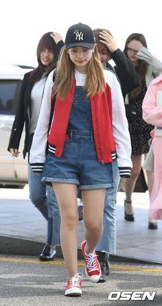 Airport Stylin' with Twice! Fashion Photo, Fashion Models, Polka Dot Mini Dresses, Airport Style, Airport Fashion, Twice Dahyun, Black Satchel, Korean Outfits, Fashion Books