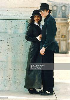 Michael Jackson in Versailles, France in 1994 - Michael Jackson with Lisa Marie Presley in Versailles.