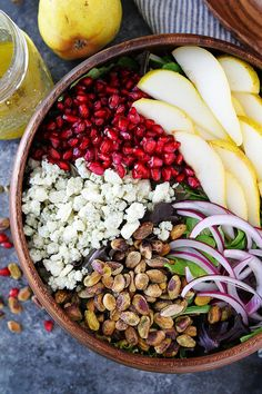 Pear Pomegranate Salad-this fresh green salad with pears, pomegranate, pistachios, red onion, and blue cheese is the perfect salad for your holiday meal. #salad #pear #pomegranate #glutenfree #holidays #Christmas Pomegranate Salad, Pear Salad, Healthy Salads, Healthy Eating, Healthy Recipes, Pomegranate Recipes Healthy, Healthy Plate, Healthy Foods, Christmas Party Food