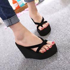 Sandalias chanclas de tacón alto € 8.57 & Envío gratuito #compras #comprasonline #bolsosdemoda #bolsosboho #bolsosbebe#modamujer #modamujer2019 #modamujerbarcelona #modamujercasual #comprasnobras Heeled Flip Flops, Platform Flip Flops, Flip Flop Shoes, Wedge Flip Flops, Platform Wedge, Sandals Platform, Cute Flip Flops, Black Platform, Platform Sneakers