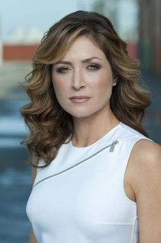 Sasha Alexander (NCIS,Rizolli & Isles) It is nice to have back on TV miss her on NCIS