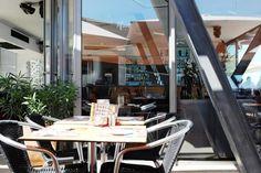 Algarve-Lagos; Bar-Café-Restaurant eines Deutschen auf der Dachterrasse der Markthalle an der Hafenpromenade
