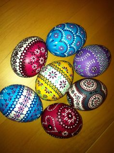 Paint Sorbian easter eggs - with DIY instruction you will master the art! - Hair Beauty - Food and Drink - Christmas - DIY and Crafts - Home Decor Egg Crafts, Easter Crafts, Art D'oeuf, Egg Shell Art, Easter Egg Pattern, Carved Eggs, Easter Egg Designs, Ukrainian Easter Eggs, Diy Ostern