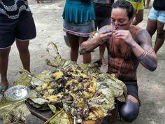 Depois do batizado, Allan Souza Lima comeu um jabuti enrolado em folha de bananeira (Foto: Reprodução)