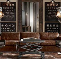 table basse style industriel en métal, de design relevable, devant le canapé en cuir marron