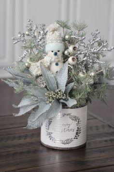 Christmas Flower Arrangements, Christmas Flowers, Christmas Centerpieces, Blue Christmas, Rustic Christmas, Christmas Holidays, Christmas Wreaths, Christmas Decorations, Christmas Villages