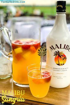 Malibu Cocktails, Malibu Mixed Drinks, Tropical Mixed Drinks, Drinks With Pineapple Juice, Malibu Rum Drinks, Mixed Drinks Alcohol, Alcohol Drink Recipes, Mixed Drinks With Wine, Simple Mixed Drinks