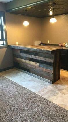 old pallets ideas Pallet Bar (Erin) Más - Unique Home Decor, Home Decor Items, Palet Bar, Diy Pallet Bar, Pallet Wood, Wood Pallets, Pallet Bench, Long Pallet Ideas, Diy Wood