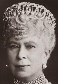 Tiara Mania: Grand Duchess Maria Pavlovna of Russia's Vladimir Pearl Drop Tiara worn by Queen Mary of the United Kingdom