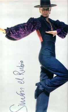 Flamenco dance classes given in English or Spanish by Simon el Rubio - now all year round classes, bulerias, alegrias, tangos - please enquire for London or Jerez,bulerias class Flamenco Costume, Dance Costumes, Gustavo Lopez, Spanish Dancer, Salsa Dancing, Learn To Dance, Ballroom Dancing, Dance Class, Just Dance