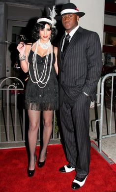 Kim Kardashian and Reggie Bush at the Pur Jeans Halloween Bash at STK/Coco de Ville in Los Angeles, California, on October 2008 Roaring 20s Outfits, Roaring 20s Fashion, Roaring 20s Party, 1920s Outfits, Roaring Twenties, Great Gatsby Party, Gatsby Themed Party, 1920s Party Themes, Gatsby Outfit