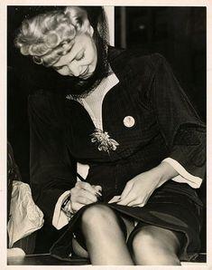 Lovely Photos of Carole Landis, the Tragic Beauty in the ~ vintage everyday Vintage Stockings, Nylon Stockings, Blonde Movie, Celeb Leaks, Stocking Tops, Photos Of Women, Celebs, Celebrities, Famous Women