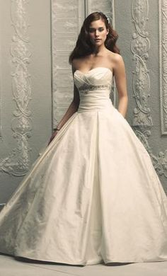 Paloma Blanca 4203 10: buy this dress for a fraction of the salon price on PreOwnedWeddingDresses.com