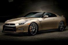 ゴールドに輝く日産「GT-R」が再び登場した。前回は2012年、オリンピックのゴールドメダリストであるウサイン・ボルト選手にインスパイアされワンオフで製作された「ボルト・ゴールド」だったが、今回は1969年の初代「スカイライン GT-R」発売から45周年を記念して、2016年モデルのGT-Rに特別エディシ