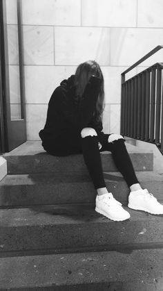 god, why meee? Grunge Photography, Tumblr Photography, Girl Photography Poses, Aesthetic Photo, Aesthetic Girl, Girl Pictures, Girl Photos, Jess Conte, Tumbrl Girls