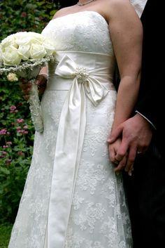Classical Wedding Flowers | Eden Flower School & Wedding Flowers Classic Weddings, Wedding Flowers, Wedding Dresses, One Shoulder Wedding Dress, School, Fashion, Bride Dresses, Moda, Bridal Gowns