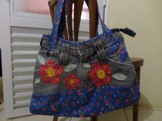 Bolsa de jeans reciclado e patch aplique. Artesã Eliane David.