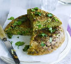 This lunchbox or picnic-friendly dish takes an Italian-style thick omelette and adds some Indian spice, along with potatoes, peas and coriander. Bbc Good Food Recipes, Veggie Recipes, Indian Food Recipes, Cooking Recipes, Budget Recipes, Veggie Meals, Savoury Recipes, Potato Recipes, Yummy Food