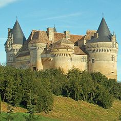 Manor in Mapesad Real Castles, French Castles, Beautiful Castles, Beautiful Buildings, Chateau Medieval, Medieval Castle, Romanesque Architecture, Architecture Old, Castle House