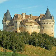 Dordogne : Château de Bannes à Beaumont-du-Périgord http://www.richesheures.net/epoque-6-15/chateau/24bannes-general.htm