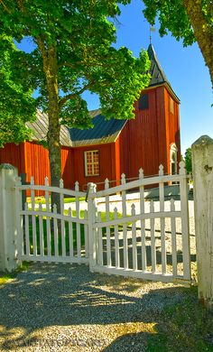 red wooden church in Sweden, Marita Toftgard Swedish House, Swedish Style, Beautiful World, Beautiful Places, Kingdom Of Sweden, Sweden Travel, Religious Architecture, Place Of Worship, Kirchen