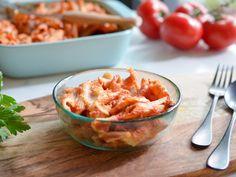 gratin de penne à la mozzarella et à la sauce tomate épicée, moelleux à souhait : Recette de gratin de penne à la mozzarella et à la sauce tomate épicée, moelleux à souhait - Marmiton Penne, Mozzarella, Sauce Tomate, Potato Salad, Macaroni And Cheese, Cooking, Ethnic Recipes, Food, Tomatoes
