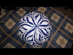 Шапка в технике бриошь Types Of Knitting Stitches, Knitting Videos, Crochet Videos, Knitting For Beginners, Craft Accessories, Caps For Women, Needlework, Knitted Hats, Knitting Patterns
