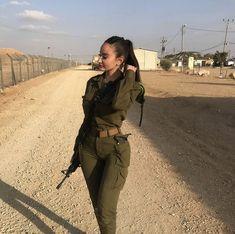 Israeli Female Soldiers, Israeli Girls, Idf Women, Tough Woman, Teen Girl Poses, Pretty Females, Military Women, Girl Inspiration, Women's Feet