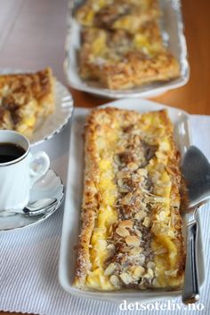 Enkel wienerbrødstang med vanilje- og makronfyll | Det søte liv Danish Food, Banana Bread, Sweet Treats, Dessert Recipes, Food And Drink, Favorite Recipes, Breakfast, Candy, Breads