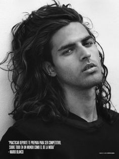 The longer haircuts for men with thick curly hair can be a little overwhelming at times. The key to loving your long curly hair is to find the right cut and the right products. Wavy Hair Men, Thick Curly Hair, Men's Hair, Thin Hair, Mens Hairstyles 2018, Haircuts For Men, Wavy Hairstyles, Fashion Hairstyles, Hair And Beard Styles