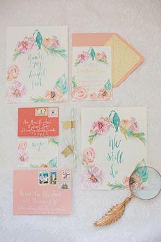Ideas para una decoración de bodas con acentos en tono coral.