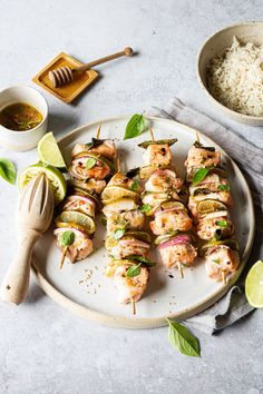 Clam Recipes, Lobster Recipes, Easy Fish Recipes, Savoury Recipes, Seafood Recipes, Skewer Recipes, Shellfish Recipes, Quick Fish, Salmon Skewers