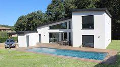 Atelier d'architecture Scenario - Maison à toit monopente en zinc noir - Façade Sud et terrasse en ipé autour de la piscine