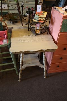 French Inspired Vintage End table   Annie Sloan Chalk Paint