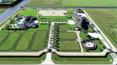Here are some fantastic examples of horse farm layout for every acreage. From 5 acres to 50 acres, here are some creative ideas for horse farm layout. Horse Arena, Horse Stables, Horse Farms, Horse Farm Layout, Barn Layout, Horse Barn Designs, Horse Barn Plans, Farm Plans, Horse Ranch