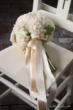 ホワイトアジサイ ピオニー クラッチブーケ | Online store – ミルラシュエット Wedding Scene, Wedding Bride, Wedding Engagement, Our Wedding, Wedding Table Flowers, Flower Bouquet Wedding, Wedding Decorations, Marriage Dress, Wedding Hair Inspiration
