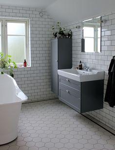 vårt badrum │ Search Results │ Johanna Bradford Small Bathroom Inspiration, Bathroom Design Small, Bathroom Inspo, Victorian Bathroom, Home Decor Styles, Cozy House, Restaurant, New Homes, Interior