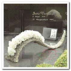 Casket Flowers, Funeral Flowers, Funeral Floral Arrangements, Flower Arrangements, Art Floral, Floral Design, Memorial Flowers, Funeral Memorial, Modern Design